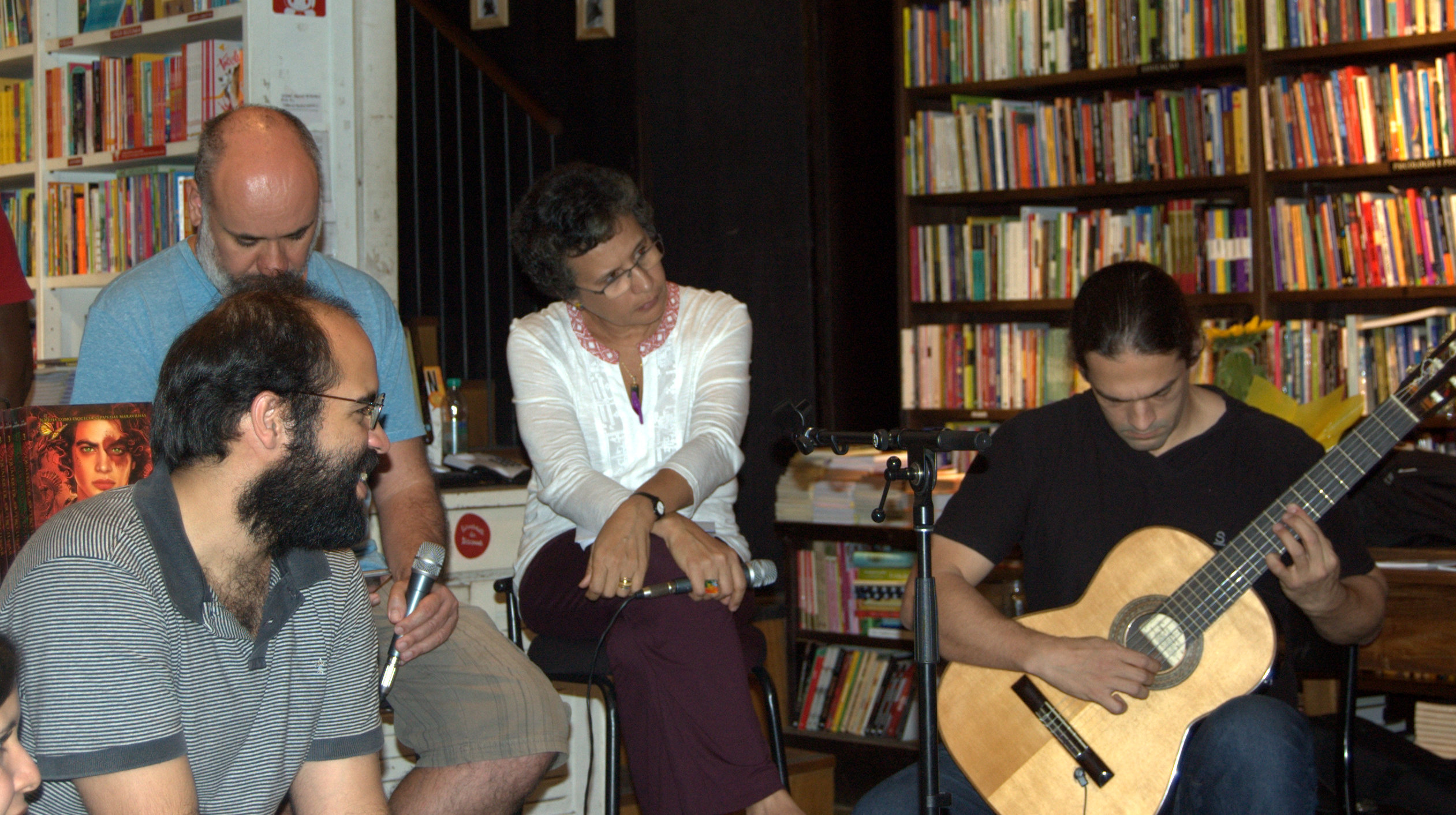 Ouça o programa Antena na Travessa – MEC FM – Poesia como gênero